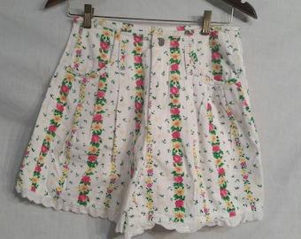 80s vintage mom shorts, floral, size 9, Gitano 28 waist