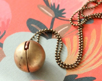 Locket necklace, Photo locket necklace, Vintage locket,  Locket pendant,  Gold locket,  Picture locket,  round locket,  Ball locket