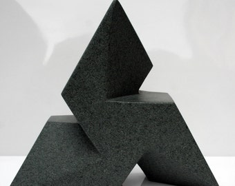 Trisk geometric stone carving