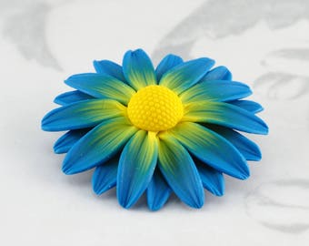 Flower brooch, blue and yellow daisy flower brooch pin, gift for her, polymer clay floral jewelry