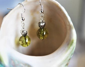 Romantic earrings with peridot and hearts in silver