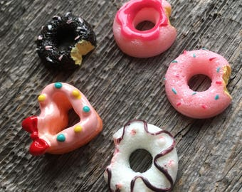 Donut doughnut cabochons. Multi-colour flatback cab. 5 pieces. Kawaii decoden embellishment. strawberry, vanilla chocolate neapolitan