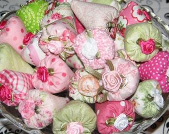 Classic Elegance Strawberry Lavender Sachets Set of 25 Miniature Thumbellinas Pink Green Print Fabrics