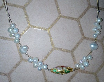 Necklace with cultured pearls and 1 cloisonné bead