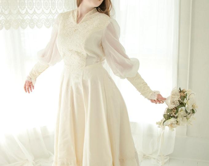 Vintage long-sleeve wedding dress, chiffon ivory boho gown, 1970s Gunne Sax pattern Victorian L