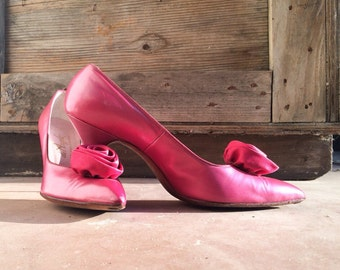 Vintage 1950s size 9 (fits 8.5 - 9 N) pointed toe stiletto high heel shoes in pearly pink magenta / Paris Shoe Store / vintage pink wedding