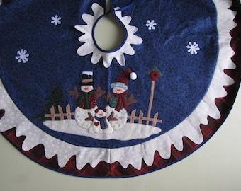 Vintage Christmas Tree Skirt - 44 inches in diameter
