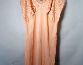 50s 60s GILBREATH Tan Nude Sz 32 Medium Large Silky Lace Nylon Slip Nightgown Short Length Slinky Sexy Feminine Lacy Soft Pinup 1960s 1950s