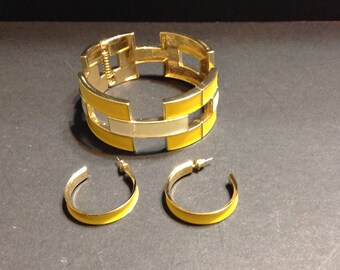 Jewelry set, bracelet and earrings, yellow and white enameled on gold tone.