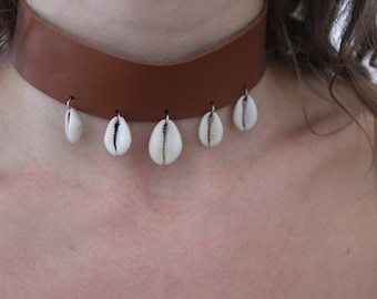 Leather Choker with Kauri Shells
