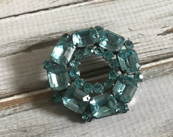 Aquamarine glass rhinestone circle brooch large rhinestone wreath brooch pin in silver tone metal mid century 50s jewelry