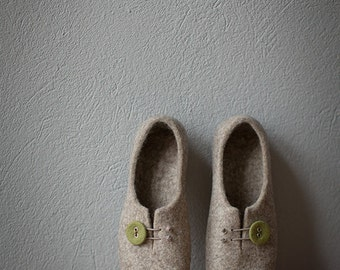 Women slippers Gift for her Comfort house shoes beige clogs with mossy green button Natural wool slippers Organic wool felted home shoes
