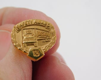 Vintage Gold Tone Preston 151 Trucking Company 15 Years Safety Award dr64