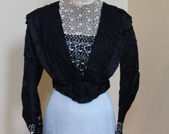 Antique Victorian or Edwardian Early 1900s Victorian Black Satin and Ivory Lace Collar Women's Bodice