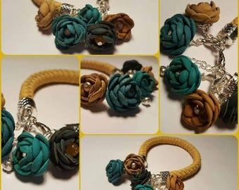 Leather bracelet with 5 leather flowers