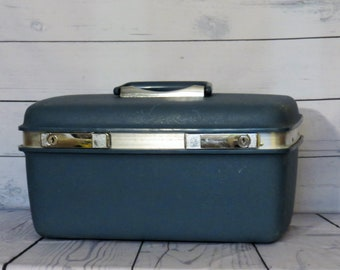 Samsonite Saturn Train Case, 1960s Blue Vintage Luggage, Hard Side Overnighter, Blue Cosmetic craft case, Hobby carry case