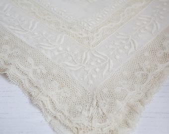 Vintage Linen Handkerchief with lace and embroidery detailing , Ladies Handkerchief, wedding handkerchief, bride, gift.