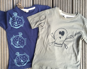 Shirt with pirate motif (right)