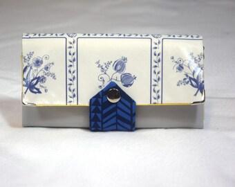 Geldbörse in Friesenblau und Friesengold aus Kunstleder, Wachstuch und Baumwollstoffen mit 2 Schein- und 7 Kartenfächern