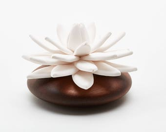 Anoq - Lotus from India - atmosphere round diffuser - wood-diameter 10 cm-eco friendly - Compatible home fragrances and essential oils