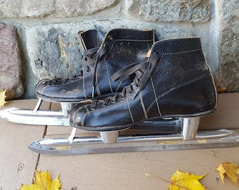 Old Fashioned SPEED SKATES, Black leather Johnson's Size 5 racing ice skates from 1950s / Cottage chic, cabin decor, vintage sports decor