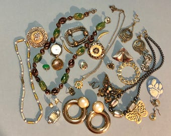 Lot of vintage bits and pieces