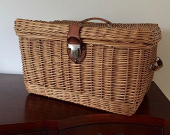 Wicker trunk suitcase picnic basket with leather handles and metal clasp car basket back of car stylist storage
