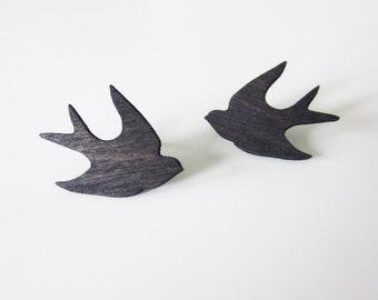 Swallow -stud earrings, black