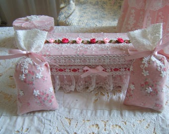 """Lovely shabby chic box and its scent """"lavender"""" bags"""