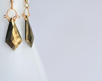 Celine - boucles d'oreilles de Pyrite 14k GF || Pyrite Dangles || 14 k Gold Filled boucles d'oreilles géométriques