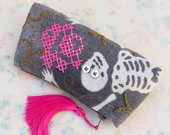Skeleton purse, Floral embroidey pouch, Skull purse, Witchy makeup bag, Tassel pouch, Curiosity skeleton pouch, Medicine bag, Creepy cute