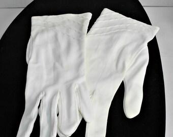 Size S Short White Vintage Gloves,White Vintage Gloves,Vintage Short Pleat White Gloves,White Short Vintage Gloves,Nylon White Short Gloves