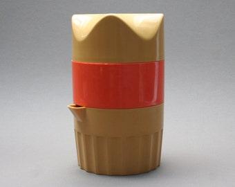 Vintage 1970s plastic press juicer, Manual citrus fruit press juicer, For orange, lemon, Orange & yellow, Breakfast utensil, Kitchen decor