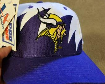 New vintage Minnesota Vikings  snapback, 90s logo athletic snapback hat sharktooth snapback nfl sharktooth snapback