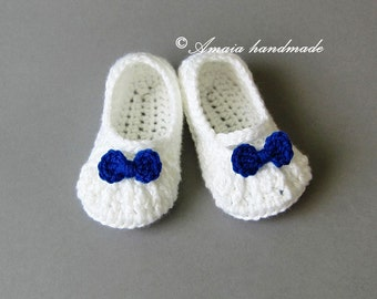 Crochet baby slipper, Baby girl slippers for Newborn to 12 Months, Beautiful white slippers with small bow, Great as an baby shower gift