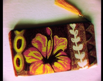 zipper clutch - Hibiscus Bluez - made from vintage Hawaii fabric #LanaiMade
