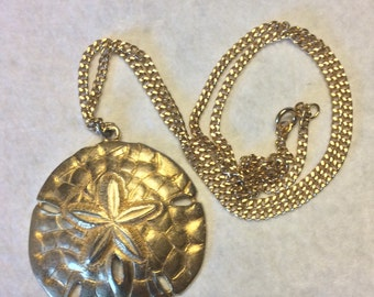 Vintage 1960's sand dollar pendant necklace gold metal.