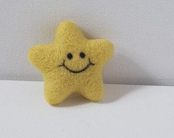 Kawaii pin badge / brooch : Yellow  Smiling Star