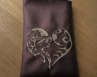 Notebook Sleeve, E-reader, Bag,  Howling Wolf, Wolf In Heart, 17 by 26 cm (6,7 by 10,2 inch)