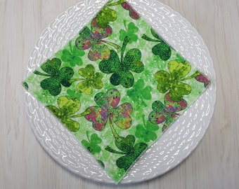 St Patrick's Day Luncheon Snack Beverage Cloth Napkins Shamrocks Green Pink Purple Set of 5