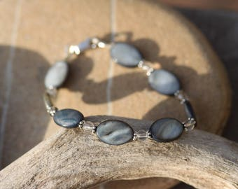"Grey pearl bracelet, rock crystal and Sterling Silver - ""Shades of grey"""