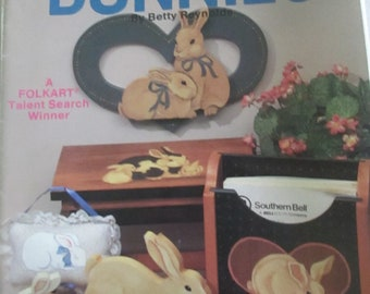 "1989 Decorative Folk Art painting "" Homespun Bunnies"" by Bette Reynolds used book 24 pages"