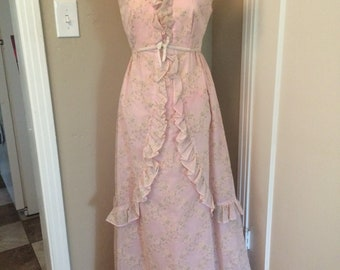 Vintage women's 1970's pink floral prom maxi dress. Size Small