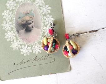 Vintage 1940s Fruit Basket Earrings / 40s Novelty Screw Back Earrings / Tisket Tasket Earrings