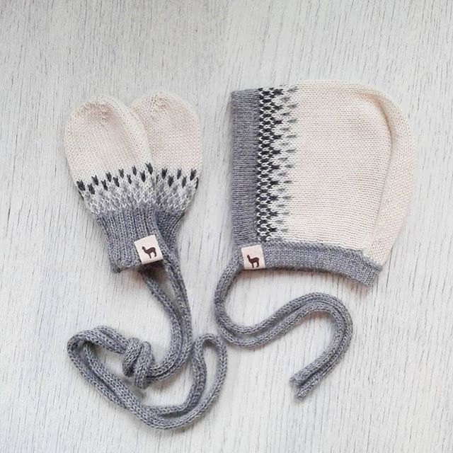 Baby Gift Set Baby Cap Mittens Bonnet And Mittens In Melange Ivory