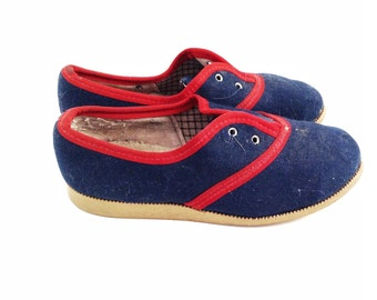VINTAGE children's shoes, wear it, use it for shadow boxes, home decor...