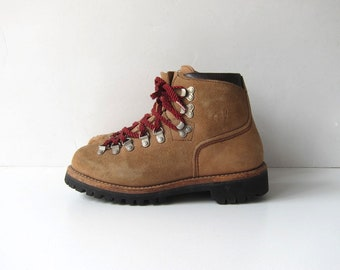 Vintage brown suede leather mountain hiking boots red laces Vasque Boots Rugged Shoes Camping Tread Size Men's 6 N Women's 7- 7.5