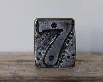 Vintage Number 7 Badge Die