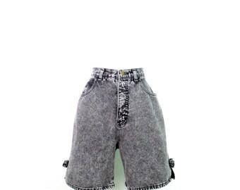 "1980's Black Stonewashed Jean Shorts Vintage High Waist Mom Shorts Faded Black 31"" Waist Denim Shorts with Bows Women's Size 16 Shorts"