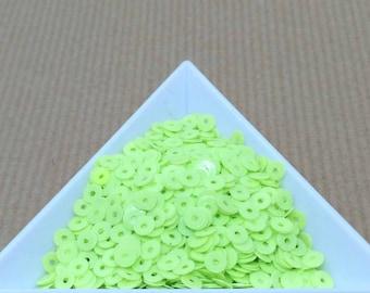 Glitter neon green paradise 4 mm in bulk